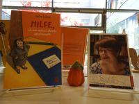 Bcher_von_Sabine_Luwig_in_der_Schulbibliothek